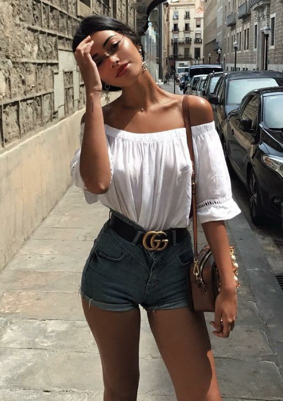 top ombro a ombro com short jeans