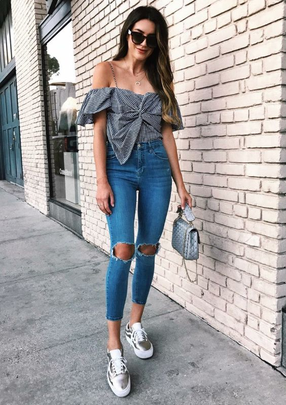 top ombro a ombro com jeans skinny