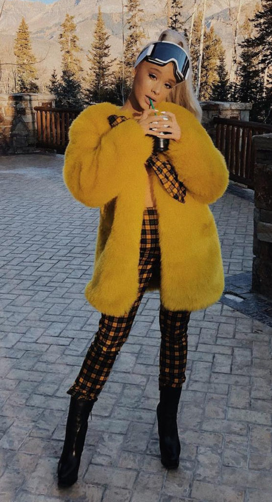 Maxi casaco de pelinho amarelo