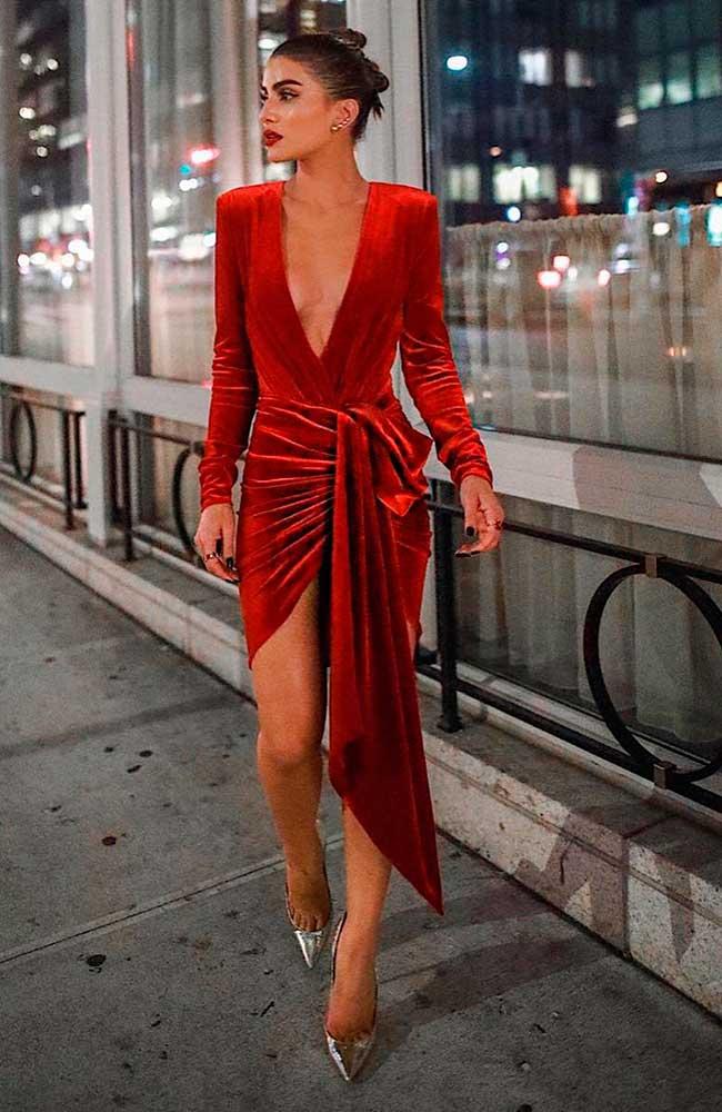vestido envelope de veludo