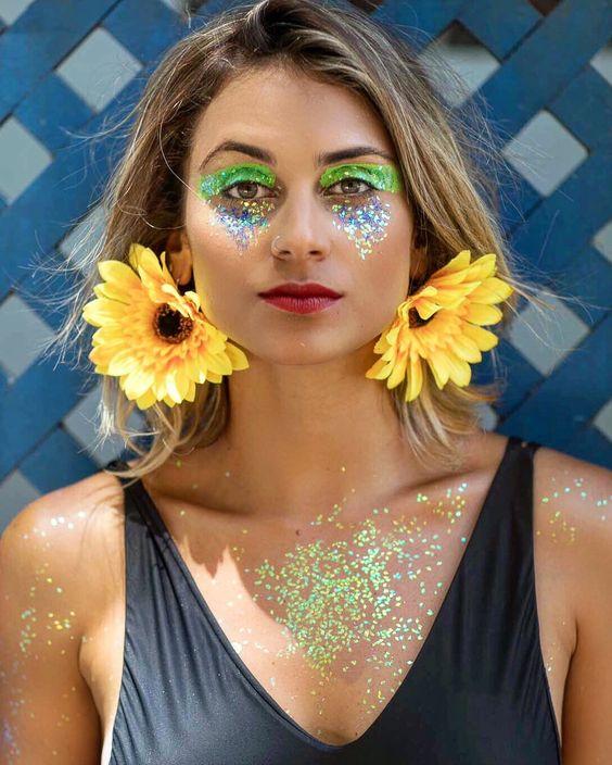 make com glitter e brinco de girassol, look de carnaval