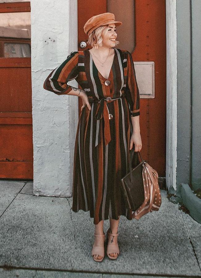 vestido midi com listras coloridas