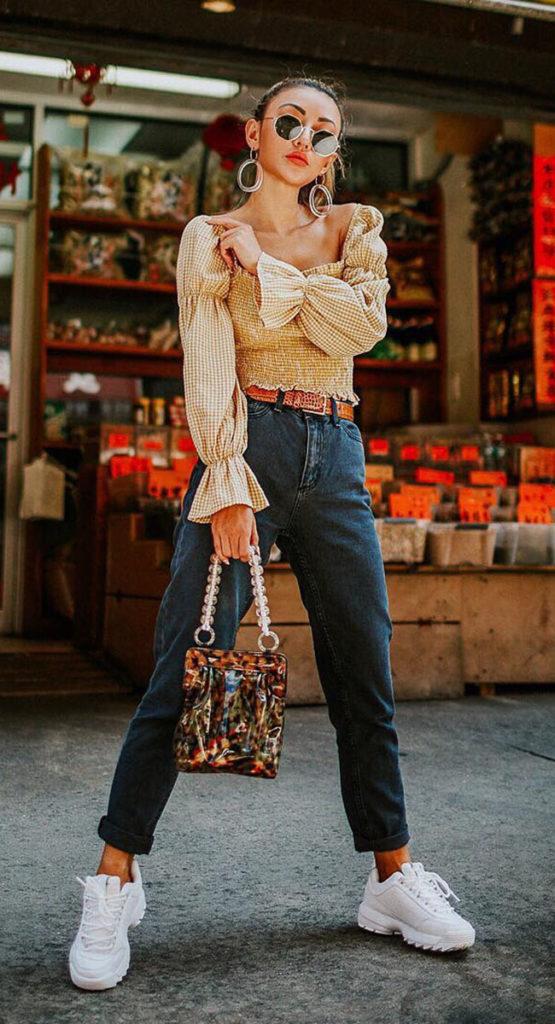 Blusa com manga bufante e calça jeans
