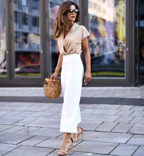 blusa de cetim e calça branca