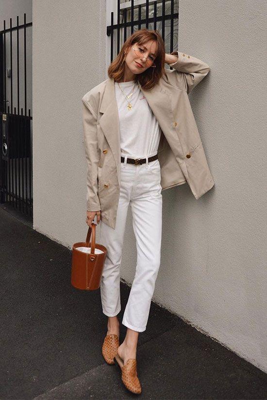 total white com blazer bege