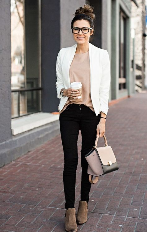 blazer branco suéter bege