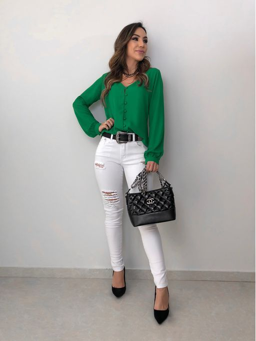 Camisa verde e calça branca destroyed