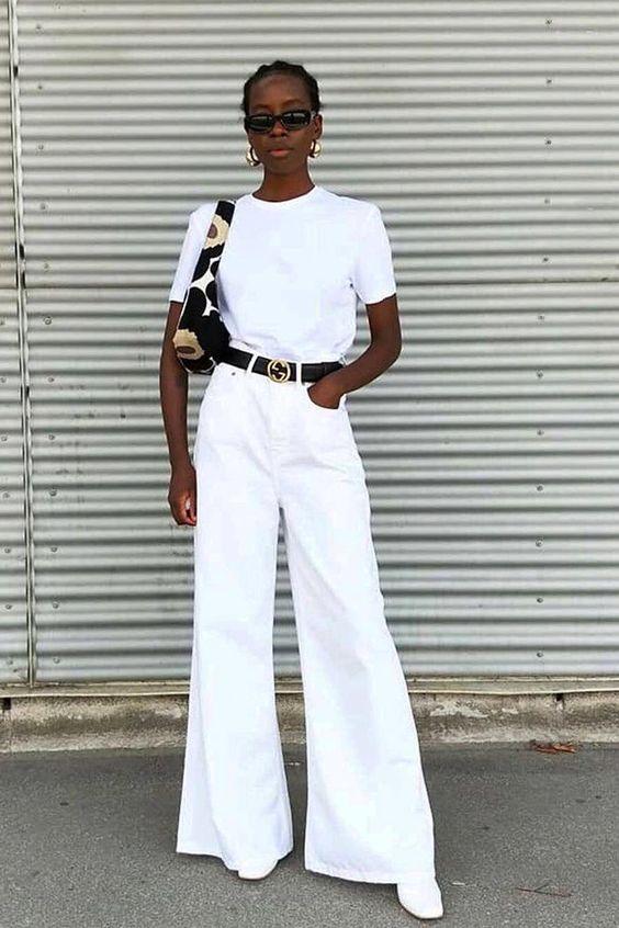 blusa branca e cinto preto