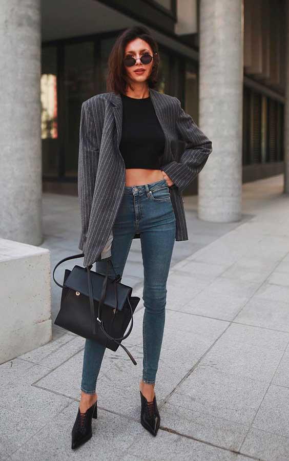 Blazer cinza com calça jeans