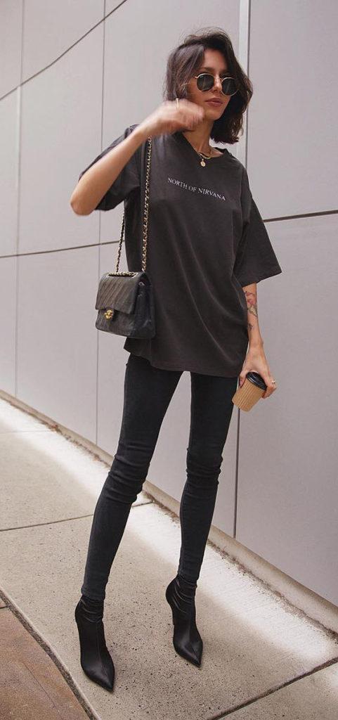 t-shirt preta e calça skinny