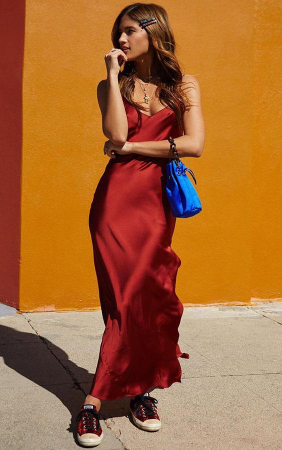vestido de cetim vermelho