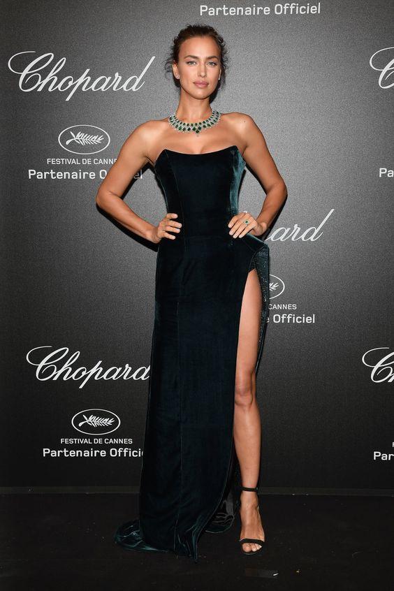 Irina Shayk vestido preto com fenda