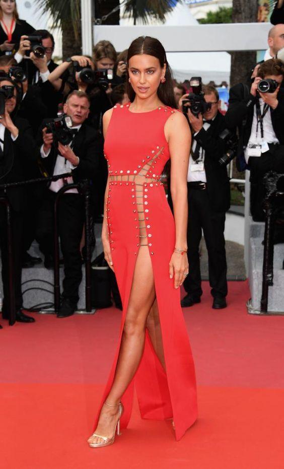 vestido vermelho com super fenda