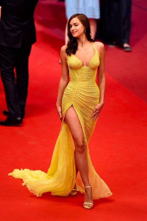 Irina Shayk vestido amarelo