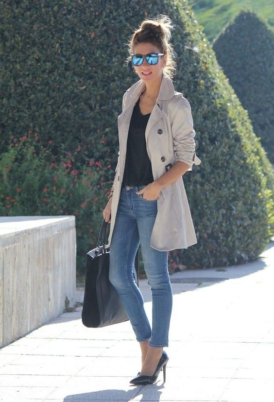 blusa preta e calça jeans