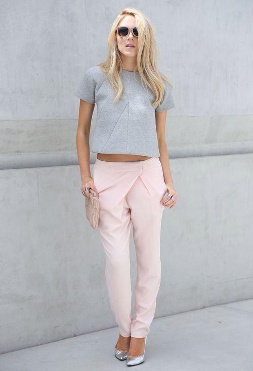 t-shirt com calça de alfaiataria