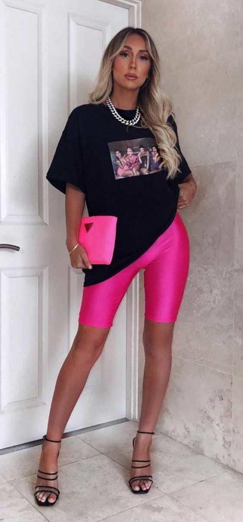 T-shirt estampada e bermuda rosa