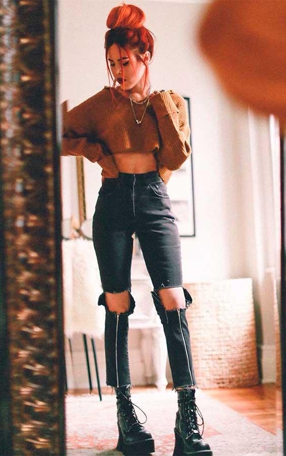 Suéter cropped e calça peta rasgada