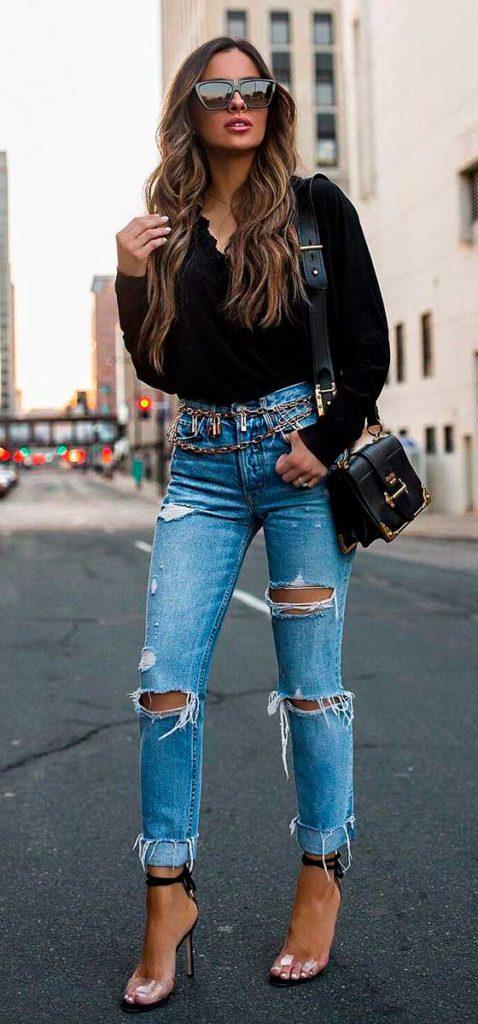 cinto de corrente com calça jeans