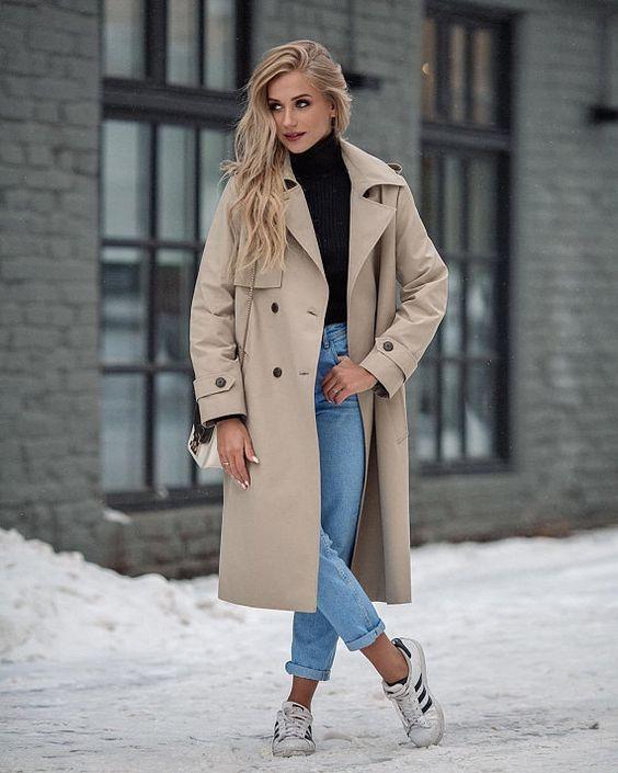 suéter preto e calça jeans