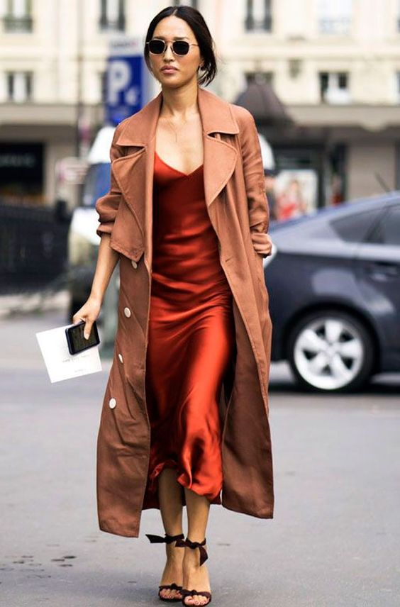 trench coat com slip dress