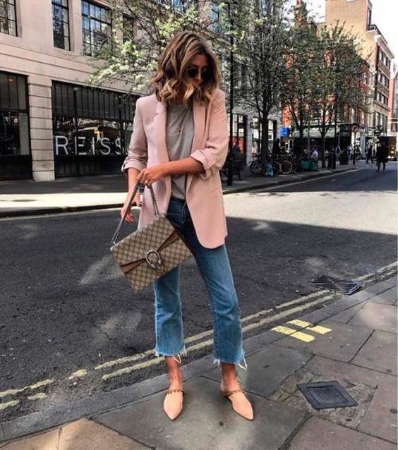 blazer e sapato rosa