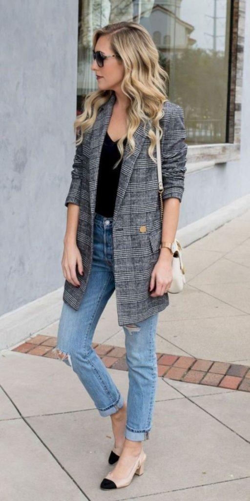blazer xadrez e calça jeans