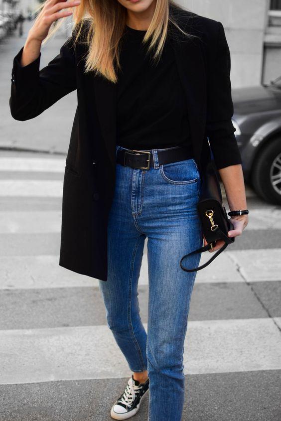 blazer preto e calça jeans