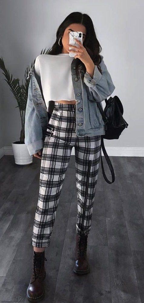 jaqueta jeans e calça xadrez
