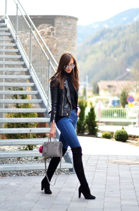 bota over the knee e calça jeans
