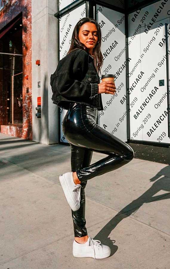 calça preta de vinil