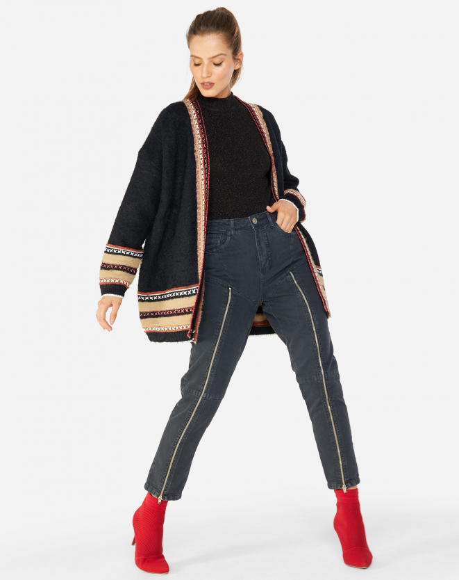 Look de inverno com bota vermelha