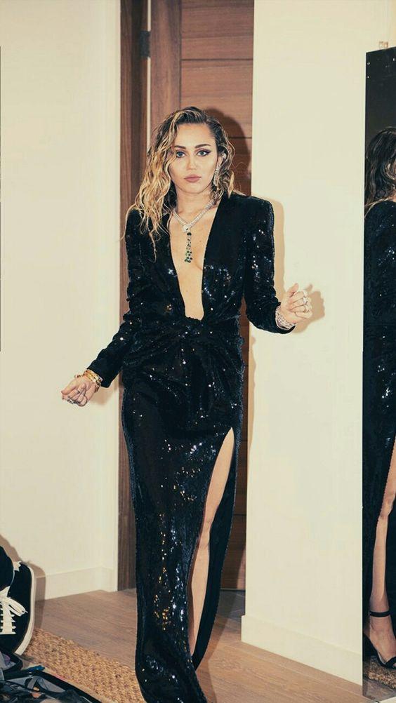 Vestido de gala preto com paetês