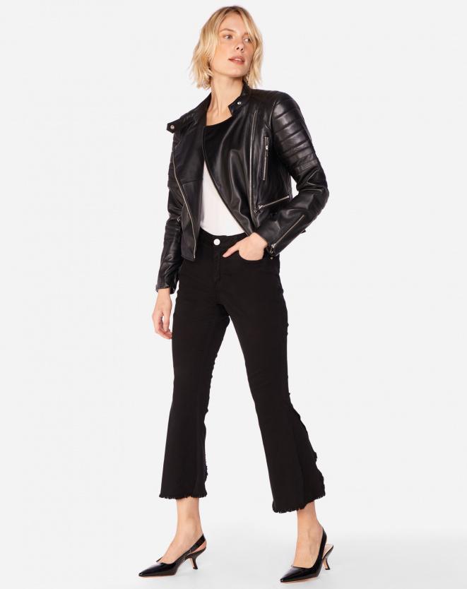 jaqueta de couro e calça perta