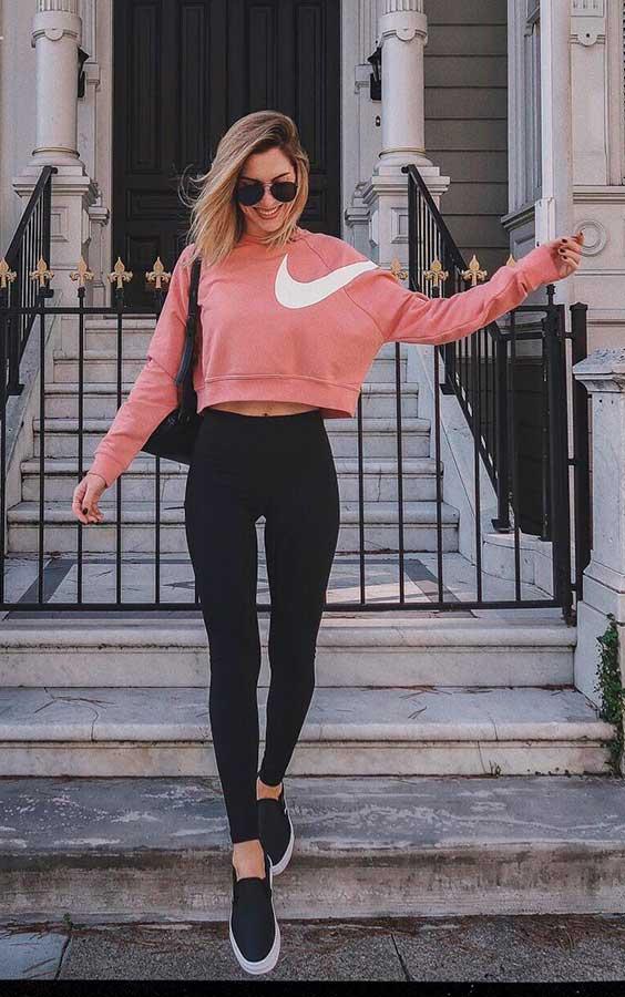 blusa de moletom cropped e calça legging