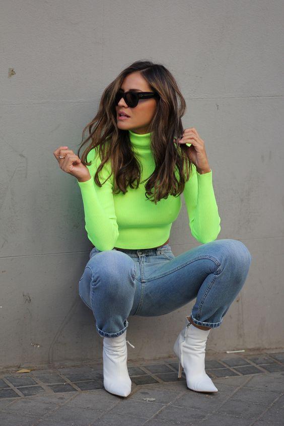 blusa de gola alta neon