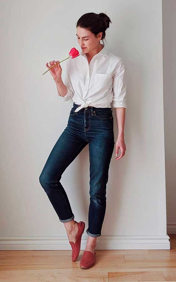 looks simples e estilosos com camisa branca e calça jeans