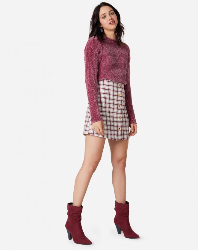 Look de inverno com  suéter e saia xadrez
