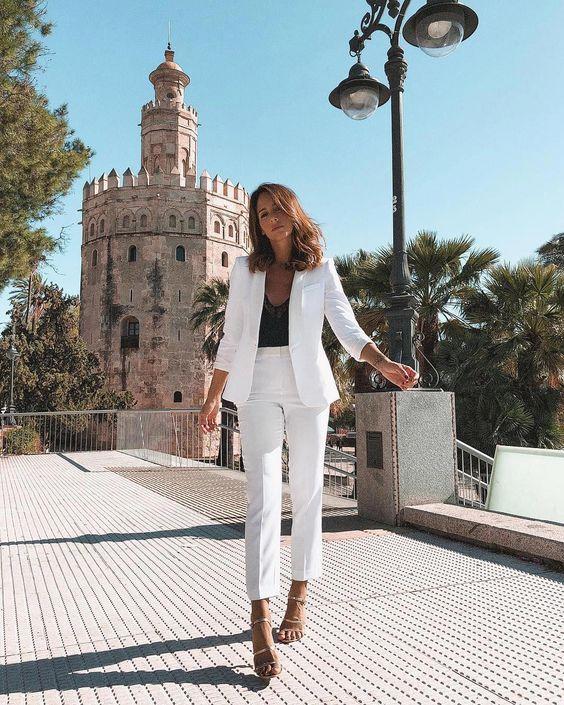 terninho branco com blusa de cetim