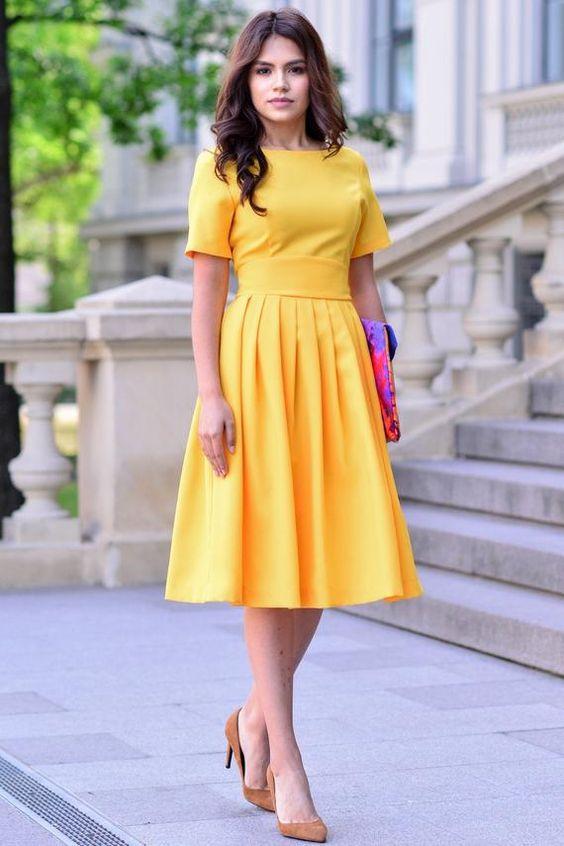 Vestido midi amarelo rodado