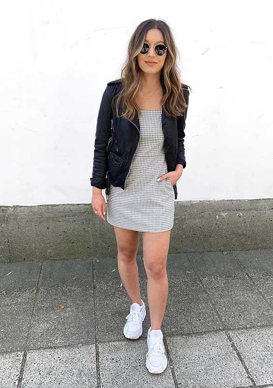 jaqueta de couro com vestido