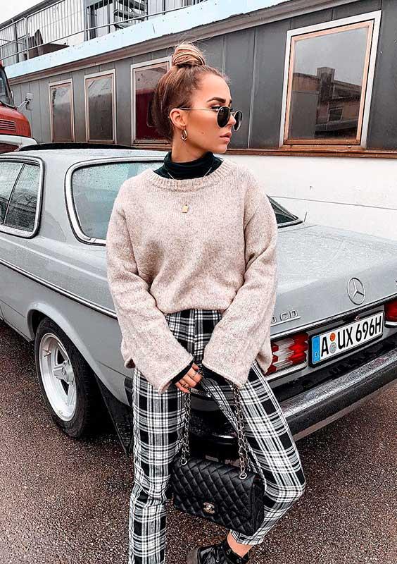 sobreposição com suéter de gola alta