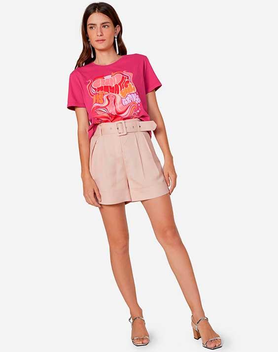 t-shirt e short de alfaiataria