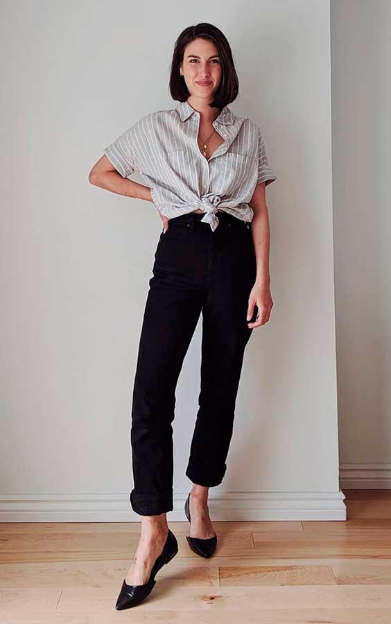 camisa com nozino na cintura e calça preta