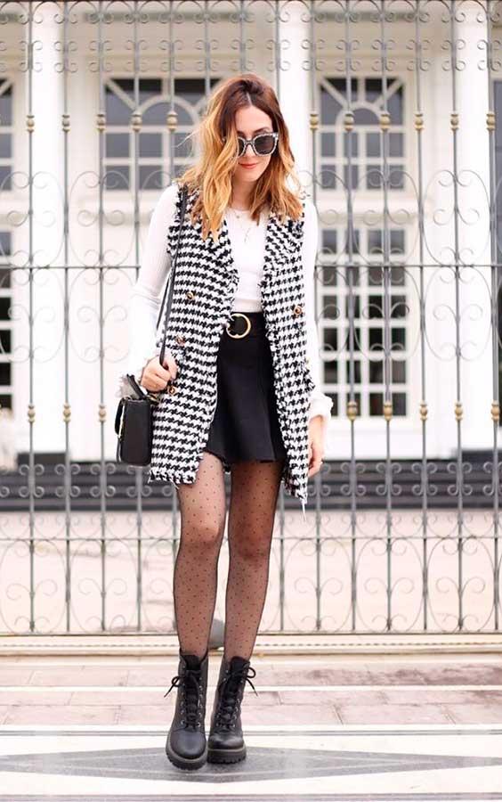 sobreposição com blusa de manga e colete xadrez