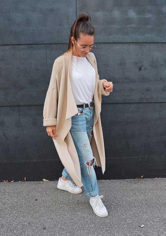 blusa branca e calça jeans destroyed