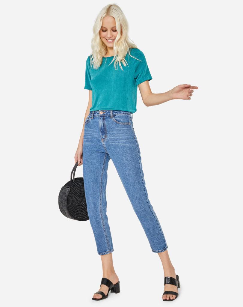 calça jeans e tamanco