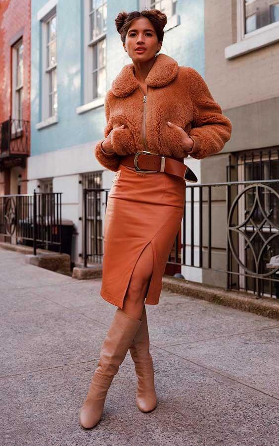 casaco de pelinho no look monocromático