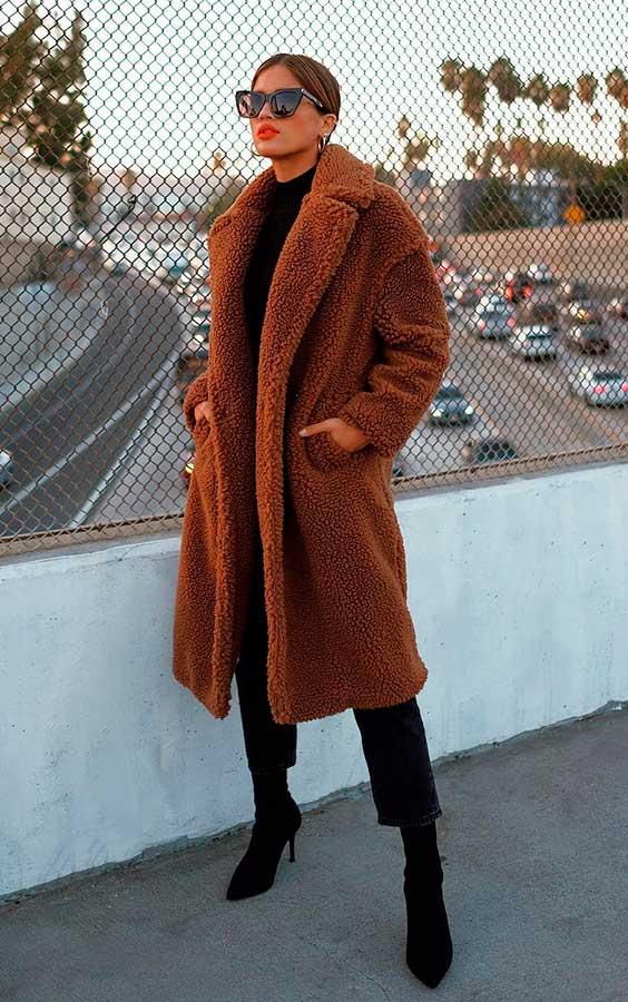 casaco de pelinho alongado