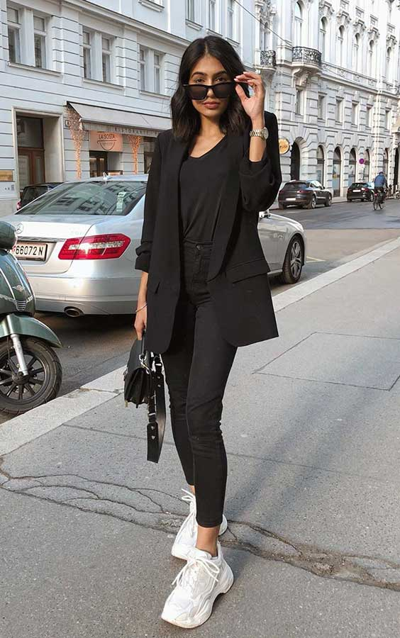 look all black com tênis branco